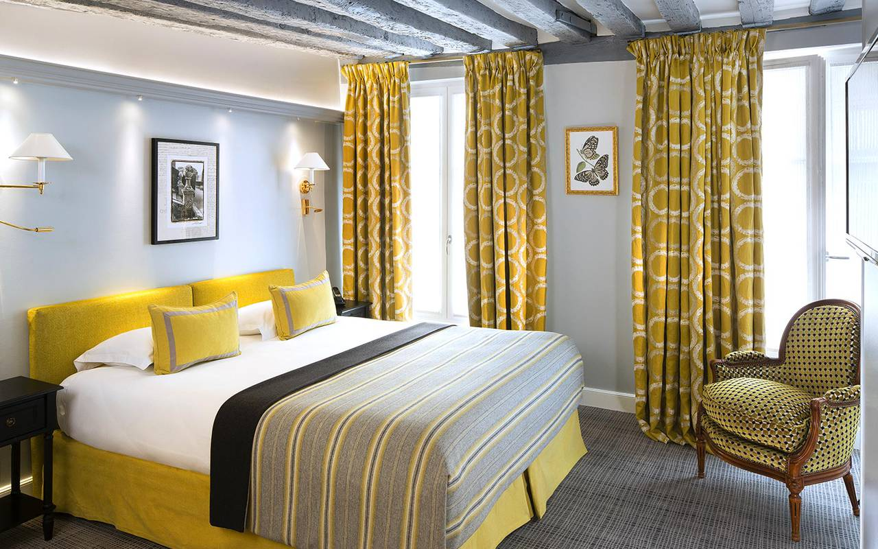 Cozy and comfortable deluxe room hotel rue saint honore