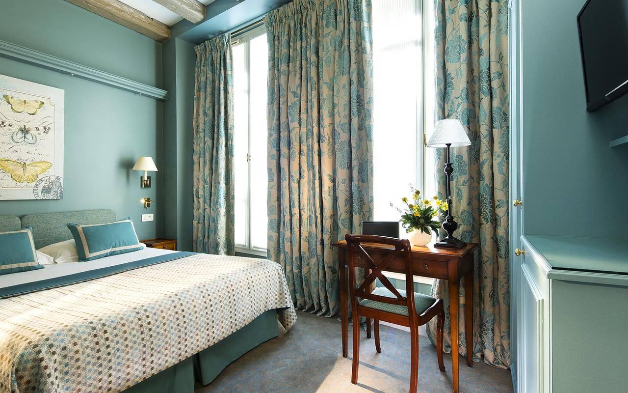 Cozy illuminated room hotel rue saint honore