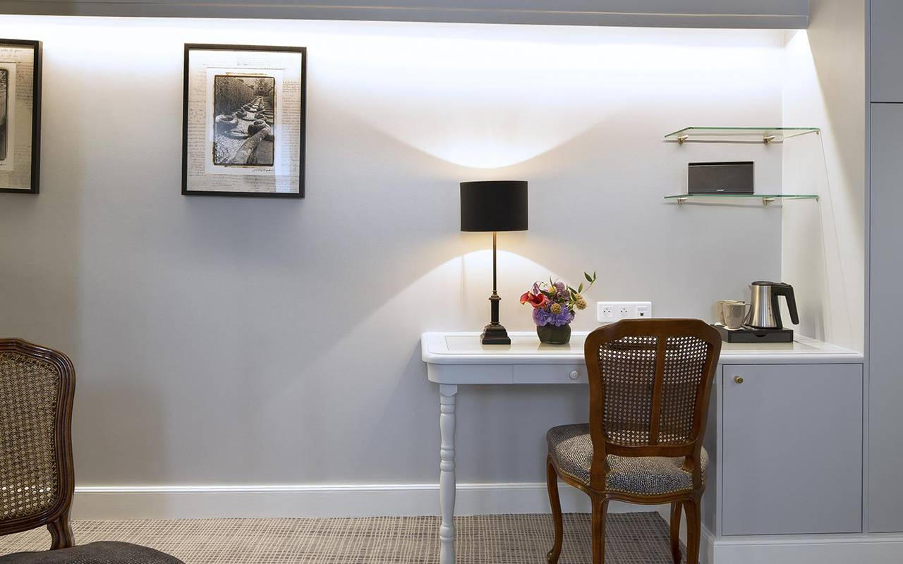 Office in the room hotel rue saint honore