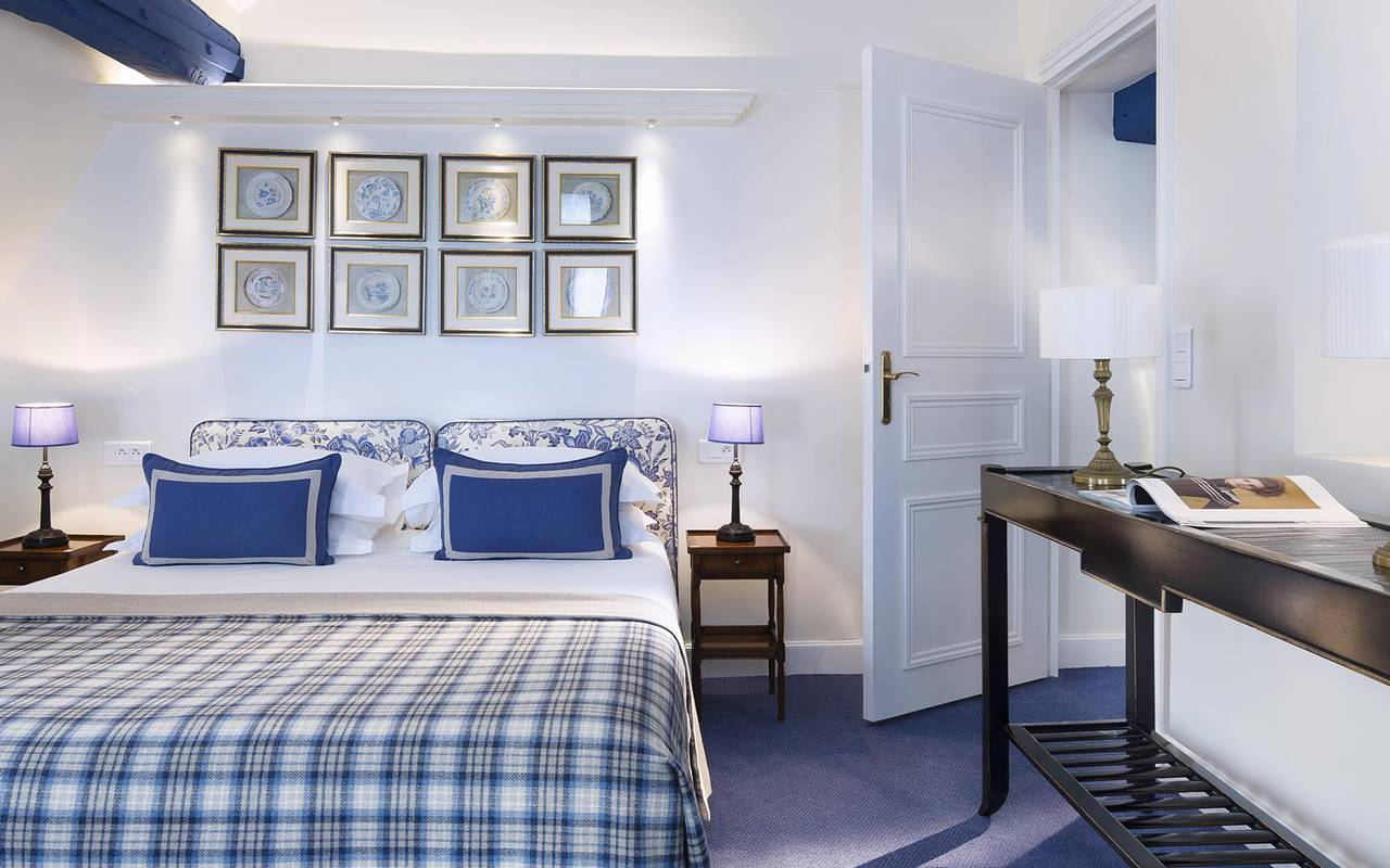 Blue and white room hotel rue saint honore