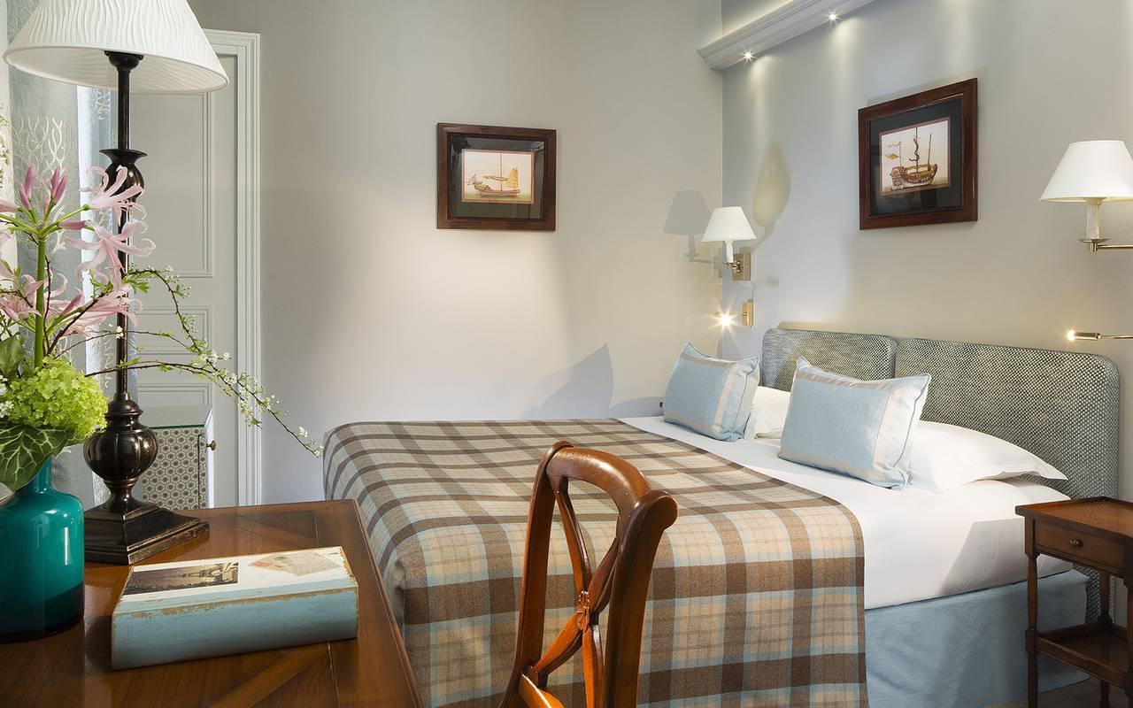 Stylish tradition room hotel rue saint honore
