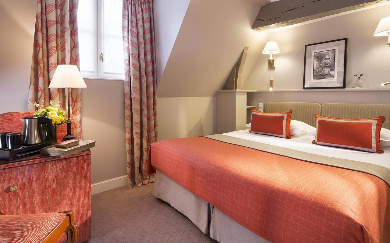 Chambre orange tradition hotel rue saint honore